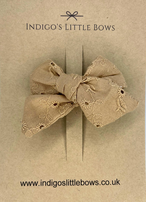 Beige Broderie Bow Clip