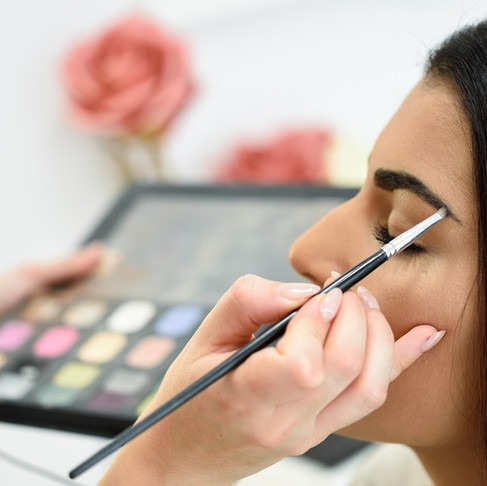 Top Reasons to Be a Makeup Artist
