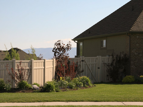 alternating picket fence in orchard mesa