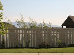 alternating picket fence in aspen