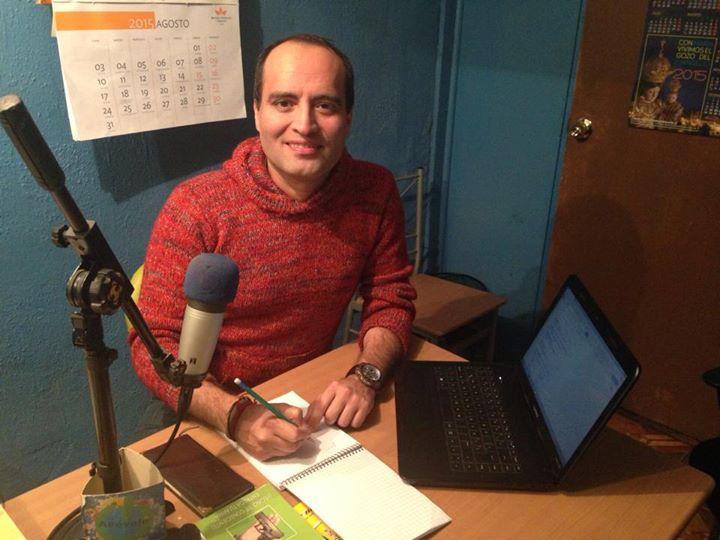 os_Junto a mi hijo Fernando y nuestro equipo de Radio Atrévete, realizando en vivo un especial de pr