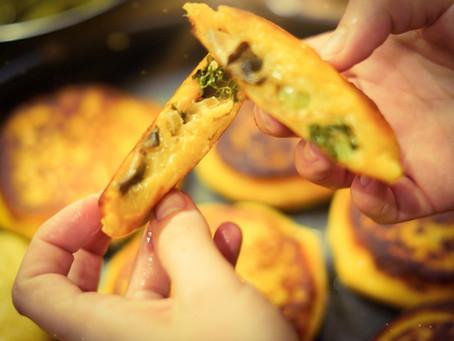 Gefüllte Kartoffelküchlein mit Grünkohl und Champignons