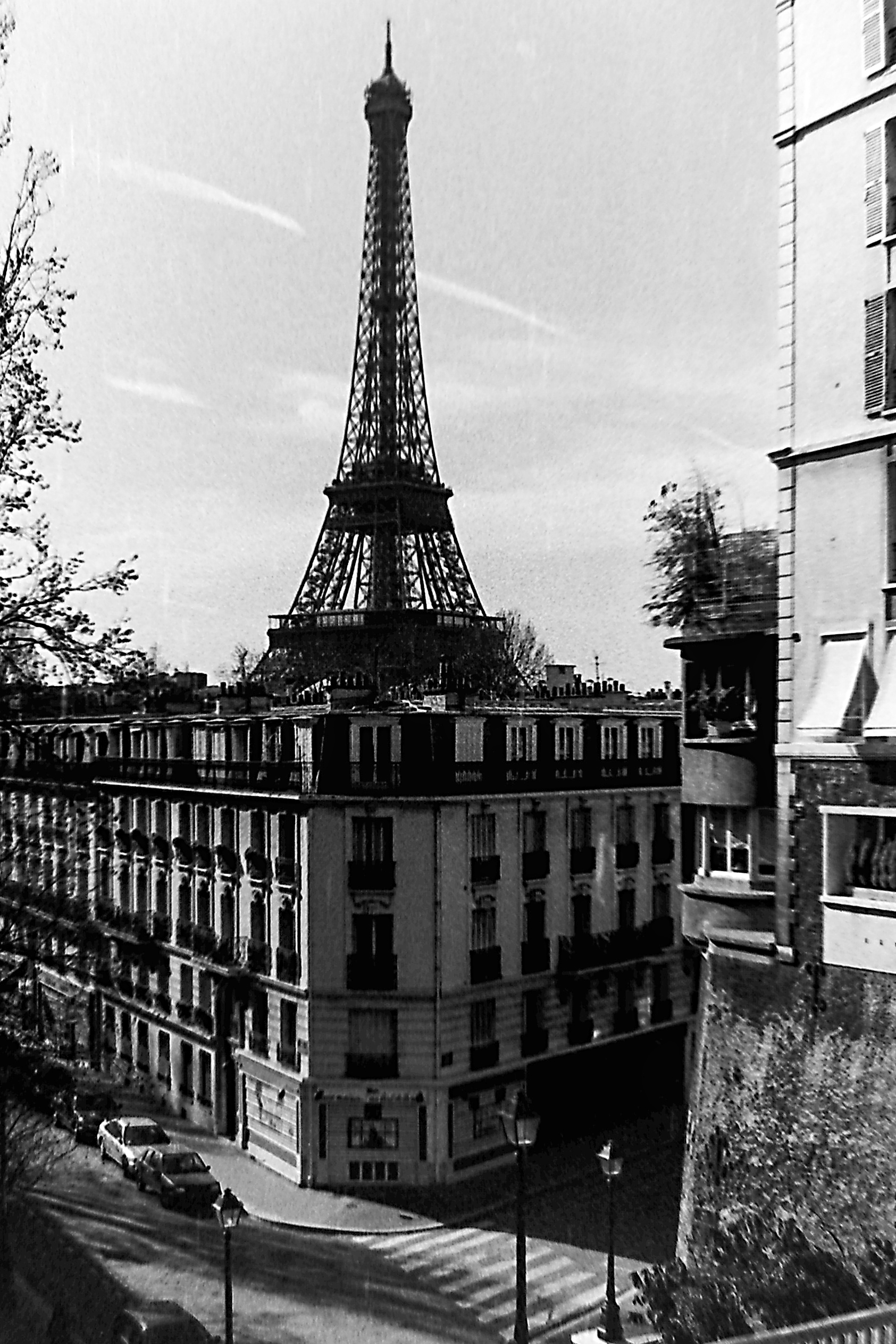 EiffelOutofBuilding
