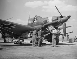 Junkers_Ju_87_G_tank_buster1945.jpg