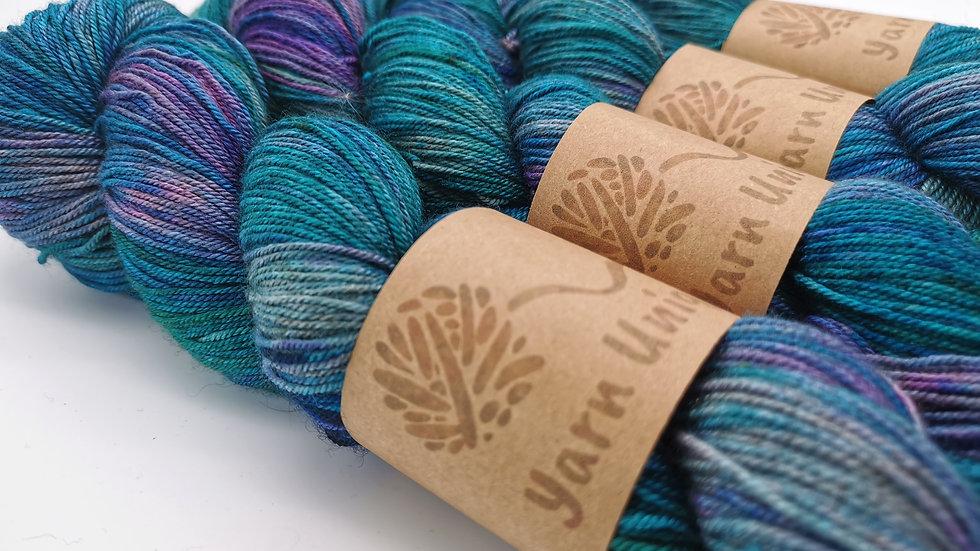 Agate Shine: Silky Yak (4Ply)