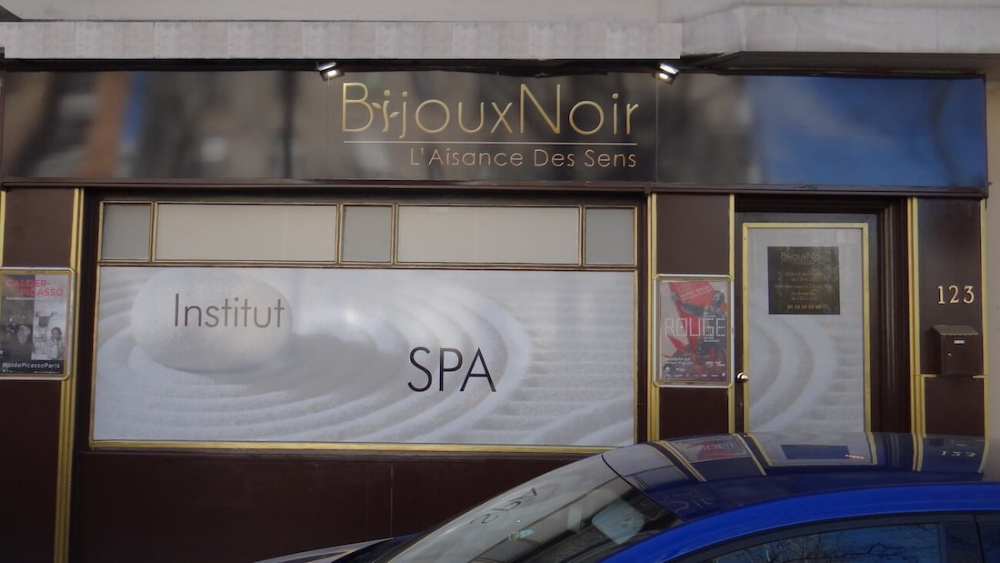salon-massage-erotique-bijoux-noir-paris