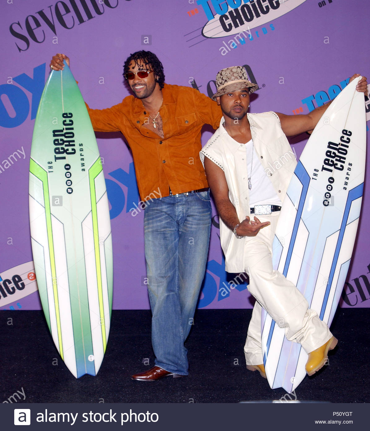 shaggy-left-and-rayvon-backstage-at-the-