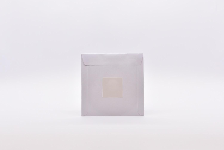 Papierfenstertasche mit Klebepunkt