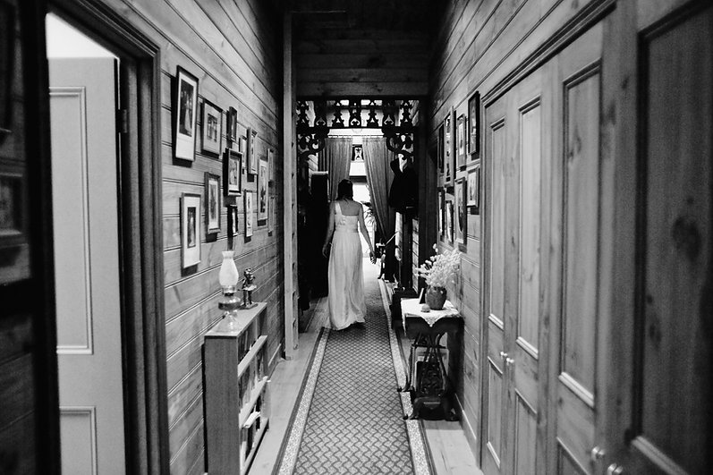Bride leaving for her yarra valley wedding