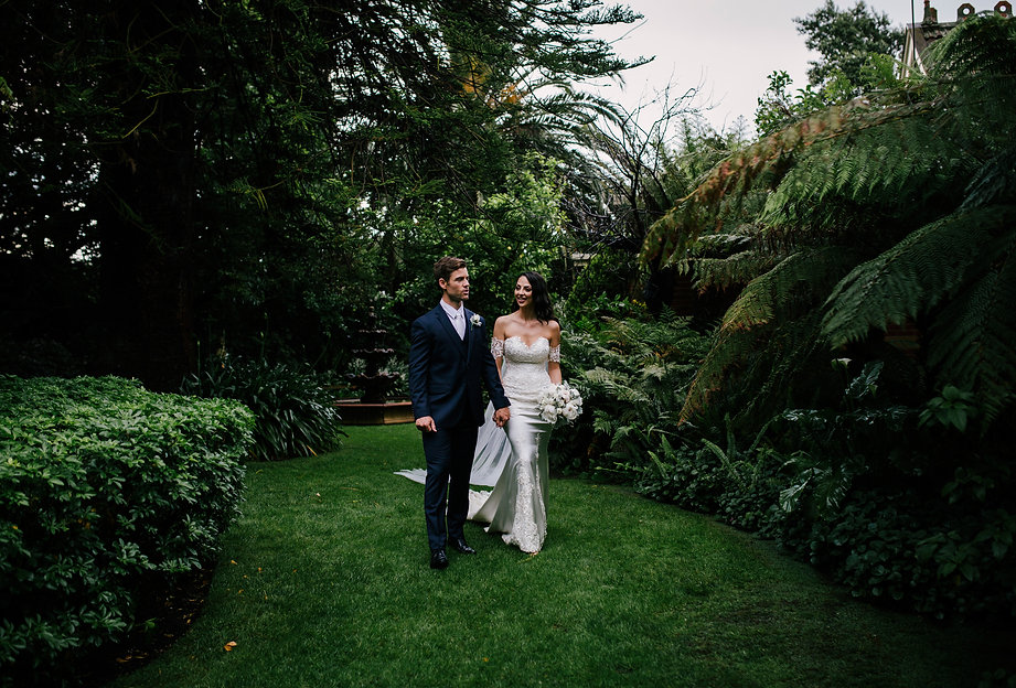 aisle over pool, Melbourne wedding