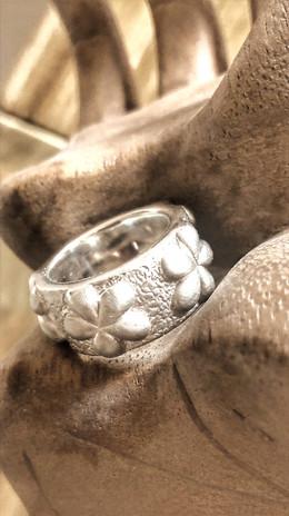 Rockiger Blumen-Ring Silber