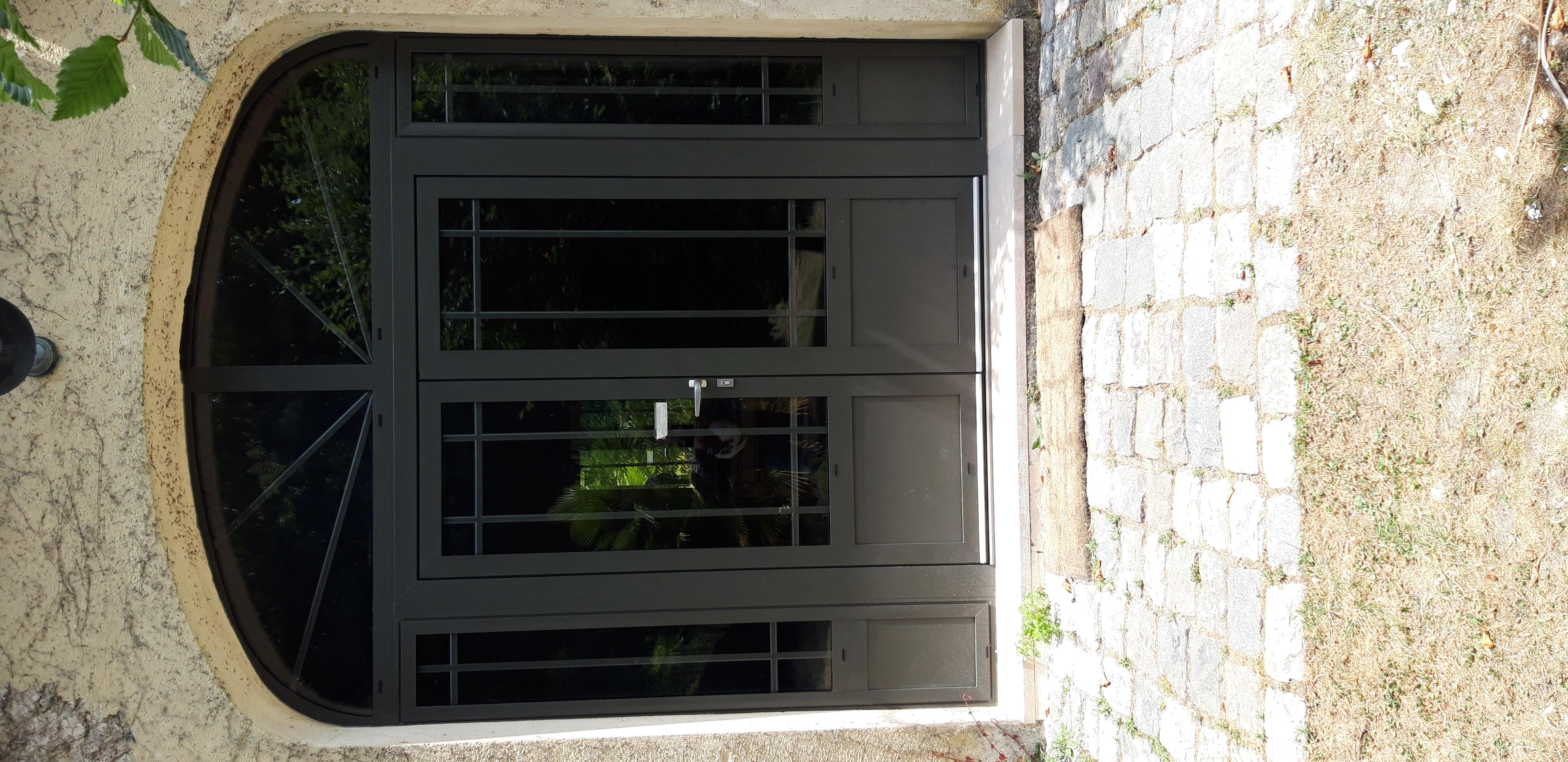 Châssis composé de 2 fixes, d'une porte fenêtre double et d'un imposte cintré