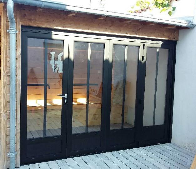 Porte pivotante en aluminium