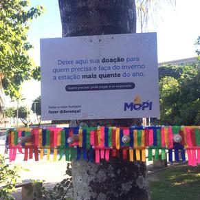 Colégio Mopi promove cabide solidário na Barra da Tijuca