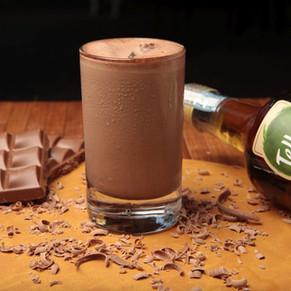 Batida e brigadeiro para comemorar o Dia Mundial do Chocolate