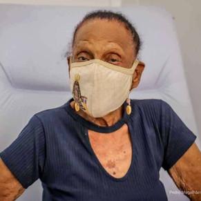 Idosa de 106 anos é vacinada na Barra