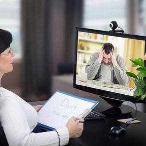 Psicóloga comenta os benefícios da psicoterapia online e suas aplicações