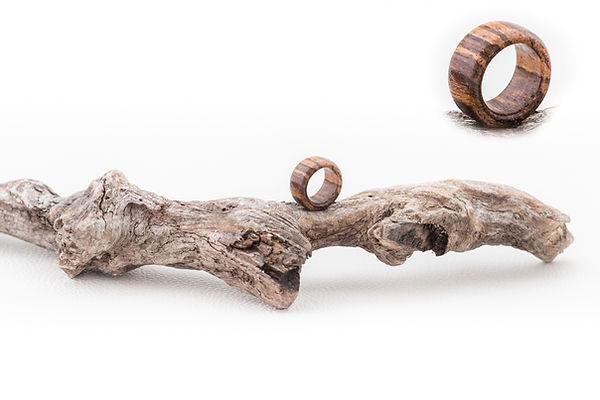 Fingering aus Holz