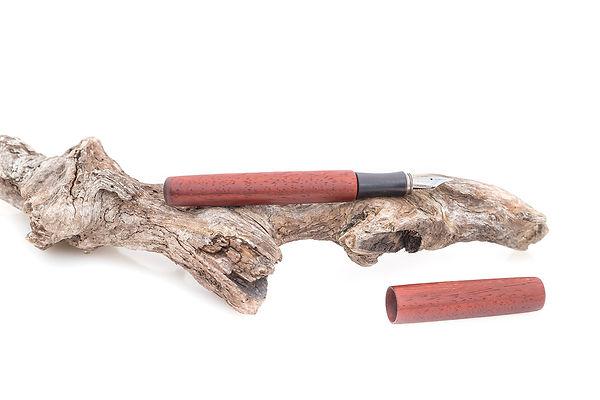 Füller aus Holz mit gedrechseltem Griffstück aus Mooreiche