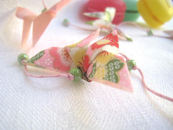 guirlande papillons origami cadeau naissance décoration enfants Les cubes de Lili idée vadeau Noël papier japonais perles magiques vertes macarons roses macarons verts macarons jaune décoration rose