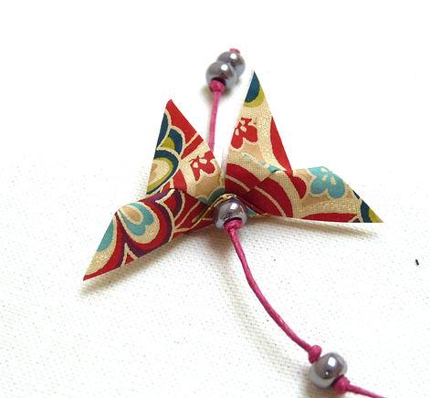 décoration enfant cadeau naissance Les cubes de Lili idée cadeau de Noël guirlande papillons décoration chambre enfants décoration bleue décoration rouge perles magiques
