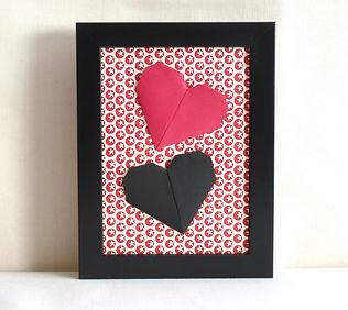 papier italien, cadeau Saint Valentin, cœur en origami, Les cubes de Lili, idée cadeau naissance, décoration chambre enfants, décoration rouge et noire, décoration rouge et noir