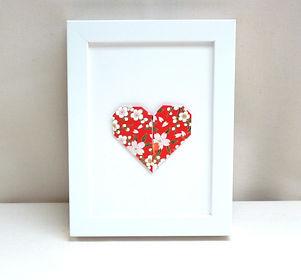 papier japonais, cadeau Saint Valentin, cœur en origami, Les cubes de Lili, décoration murale rouge, décoration fleurie, idée cadeau naissance, décoration chambre enfants