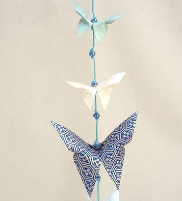 décoration enfant cadeau naissance Les cubes de Lili idée cadeau de Noël guirlande papillons décoration chambre enfants perles magiques décoration bleue