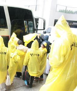 Proteja as pessoas da chuva no seu evento e divulgue sua marca