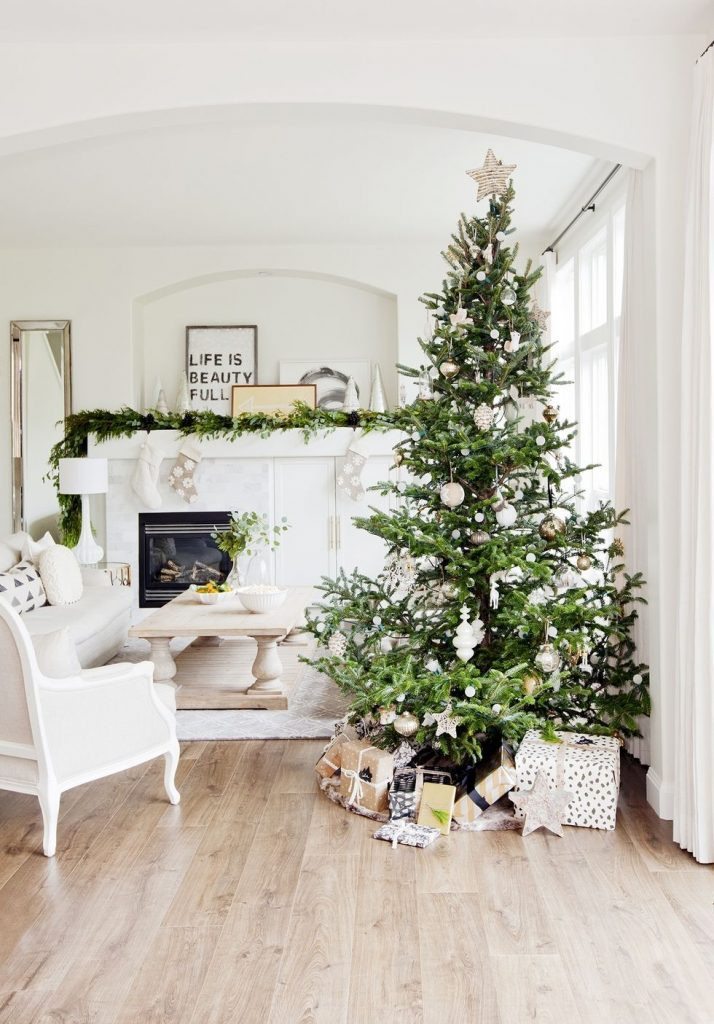 Christmas Decor - Neutral Xmas Tree
