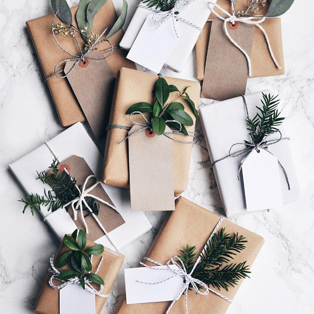 Christmas Decor - DIY - Go Natural - Gift with Greenery