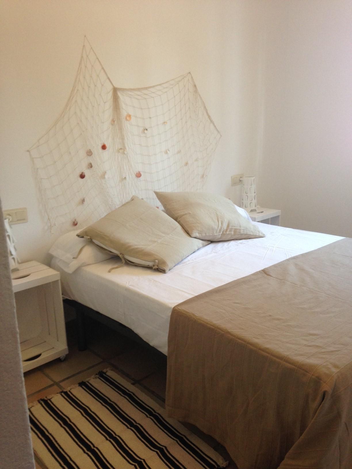 Dos dormitorios con cama de 150 cm