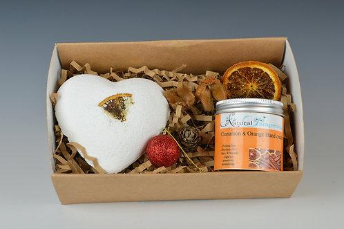 Cinnamon & Orange Gift Box Hand cream + Bath Bomb