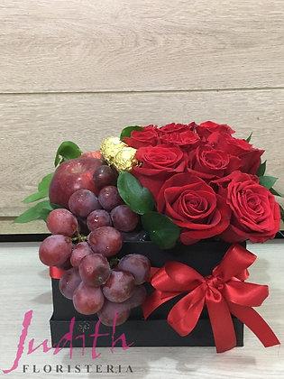 T28- Caja flores, frutas y chocolates
