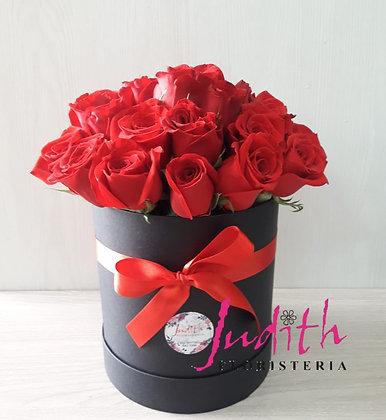 T8- Caja de rosas rojas