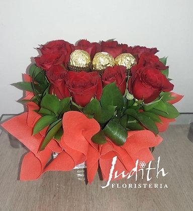 T26- Caja con rosas y chocolates