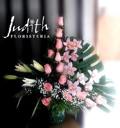 T45- Rosas, lirios y orquídeas