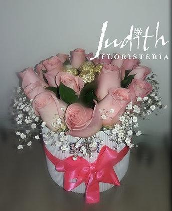T12- Caja rosas rosadas y chocolates