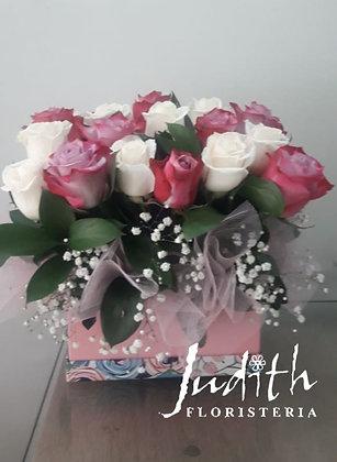 T23- Caja rosas Lilas y blancas