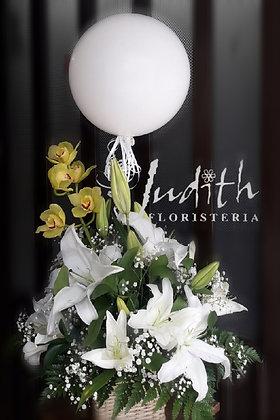 F18- Lirios blancos, orquídeas y bomba blanca