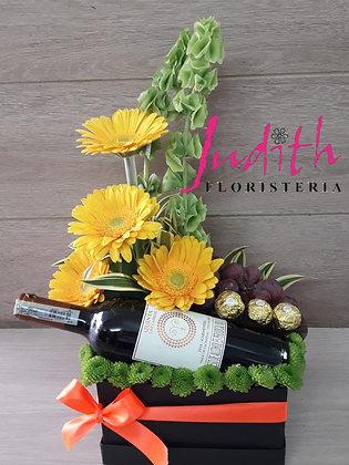 T20- Caja con Vino, Gerberas y chocolates