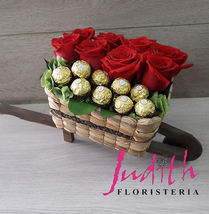 T54- Carretilla, rosas y chocolates