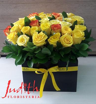 T32-Caja Grande con 70 rosas