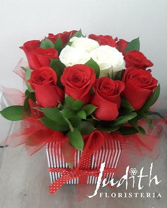 T24- Caja Pequeña rosas rojas y blancas