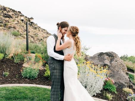 Southern Utah Wedding | Mr & Mrs Wedding Photographer