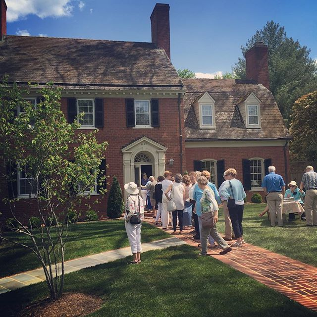 This is the perfect lunch break activity! Garden Day tour in Lynchburg! #hgw #housetour #peaklandpla