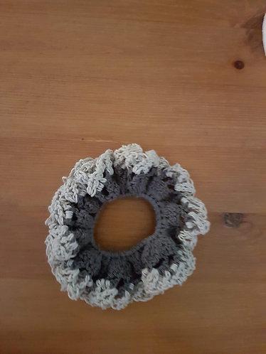 Élastique gris au crochet