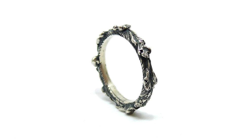 Tiny acanthus ringband