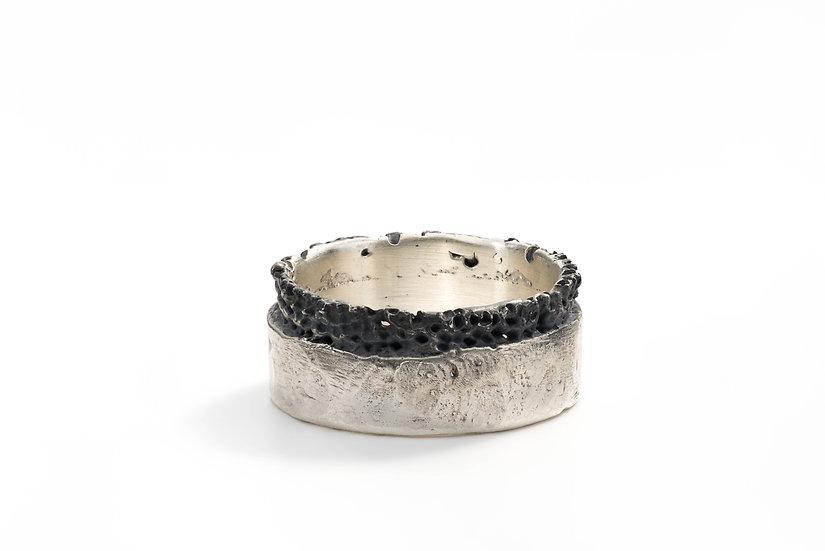Eroded circumference flat ring band