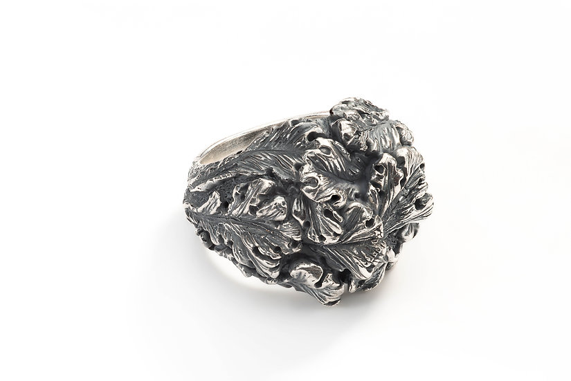 Acanthus leaves ring
